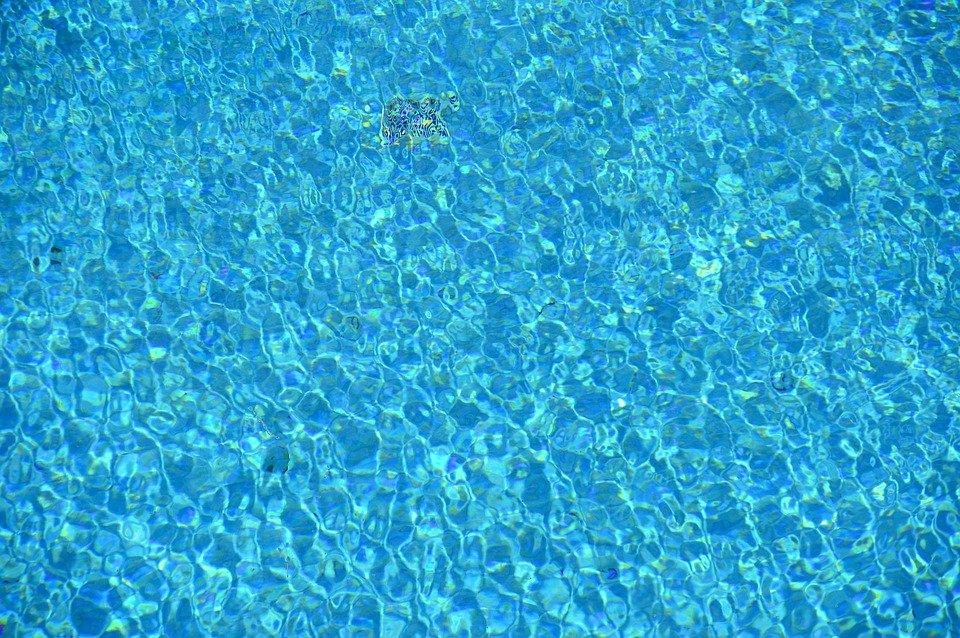 bazénová hladina