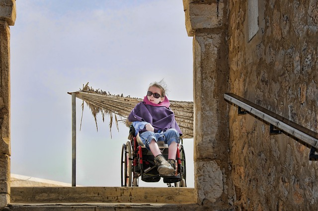 holčička na vozíčku