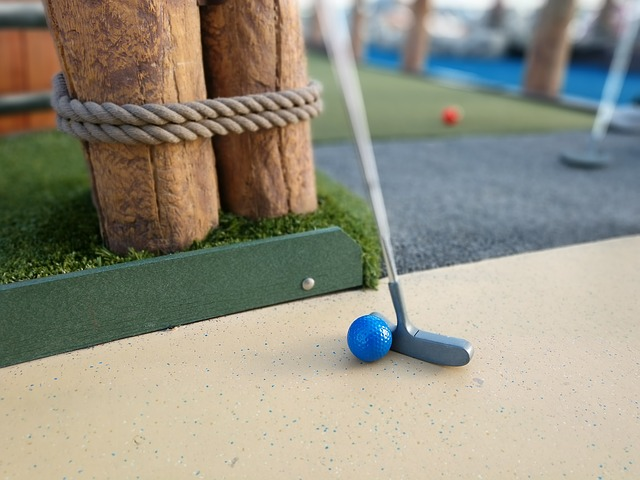 míček a hůl na minigolf