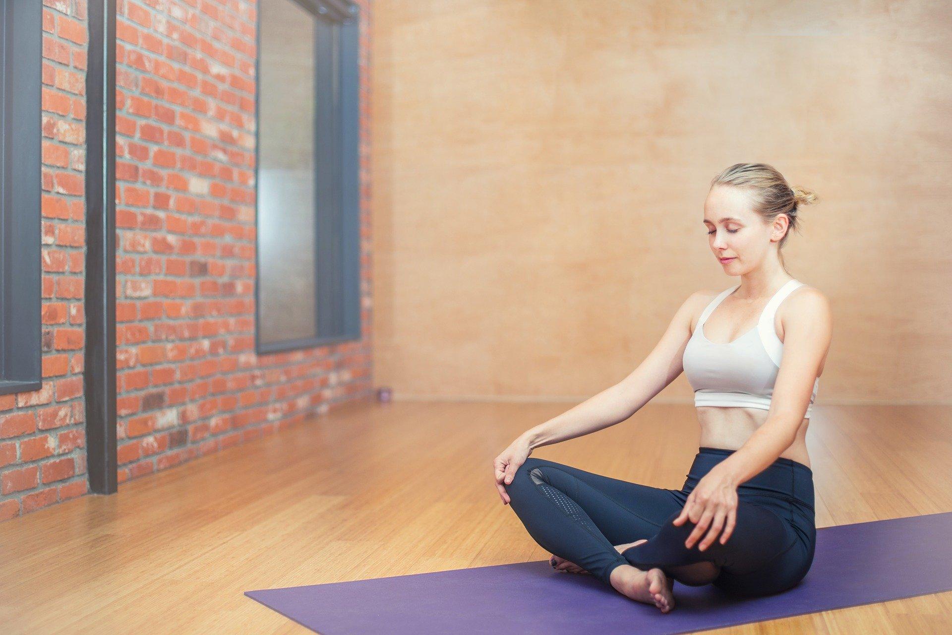 žena v tělocvičně